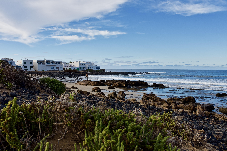 Caleta de Famara Strand Lanzarote Surfer Welle