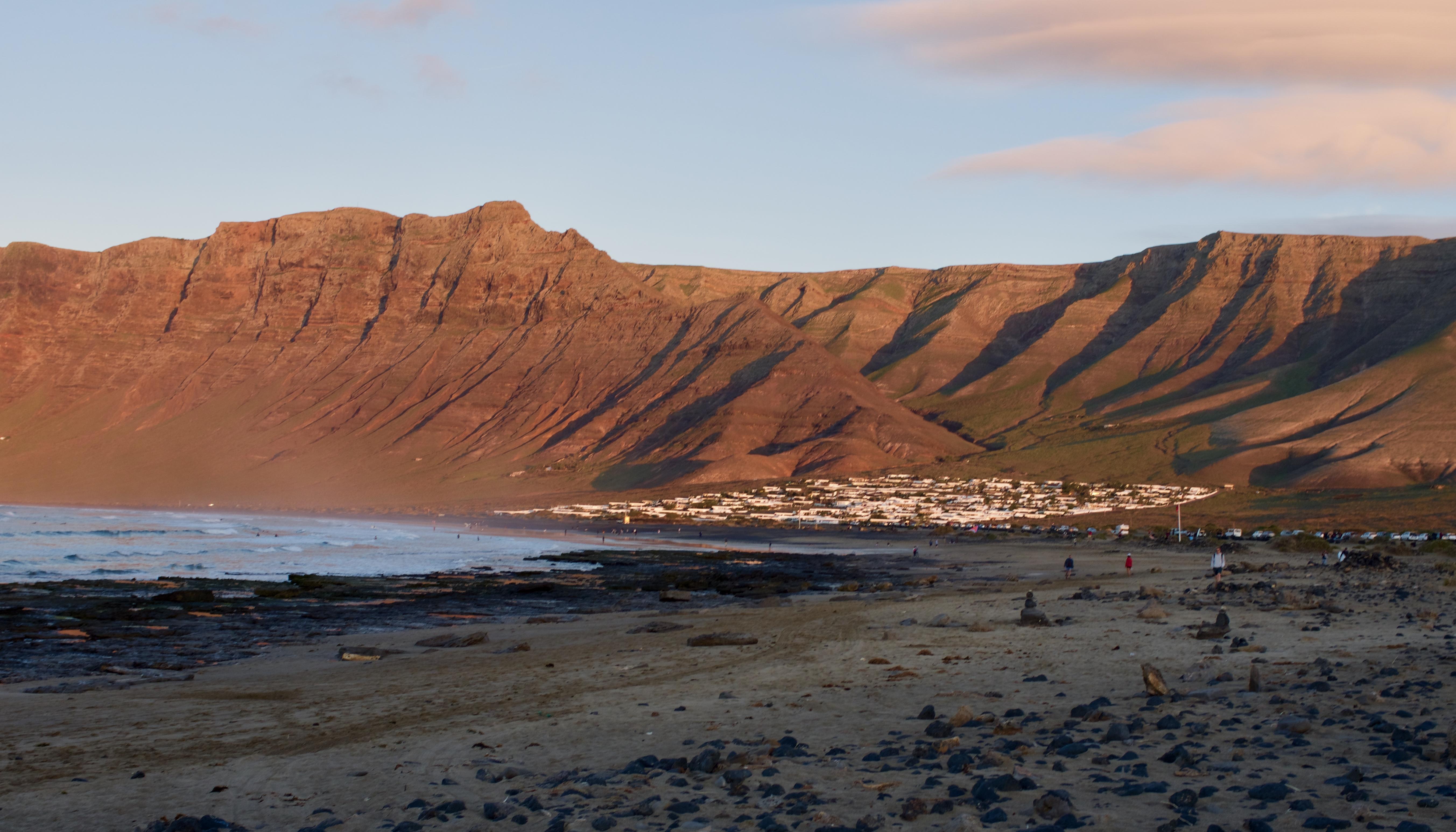 Strand Caleta de Famara Lanzarote Kanarische Inseln