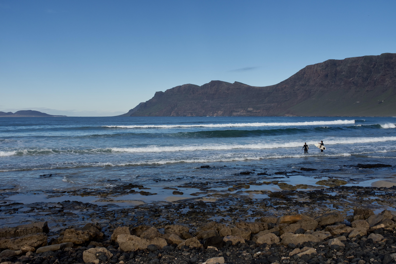 Caleta de Famara Strand Surfer Kanarische Inseln